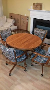 Table and Chairs Crofton, 21114