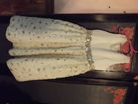 GIRLS SIZE 8 SPECIAL OCCASION DRESS.     ASKING $20.00  69 km