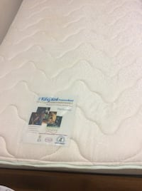 Single bed frame with excellent mattress  Toronto, M2R 2A3