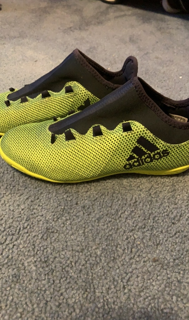 Photo Adidas indoor soccer shoes size youth 6