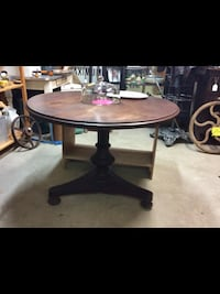 round brown wooden coffee table Fort Erie, L2A 3H1