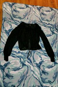 Womens top size small clips in front  Philadelphia