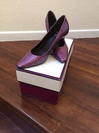 pair of purple pointed-toe pumps Anaheim, 92808