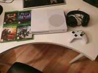 Xbox with games headset controller Hokksund, 3300