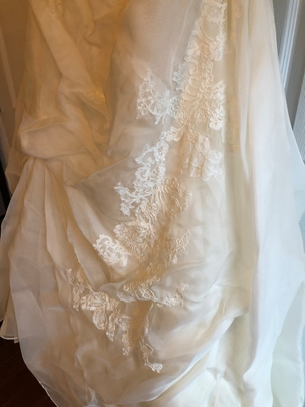 116805f02f4 Used Marisa Wedding gown for sale in Bel Air - letgo