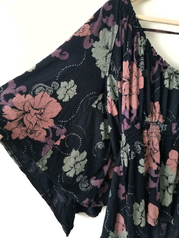 Free People Floral Blouse 1236a845-a6db-46ab-a716-970a19a40423