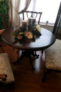 round brown wooden pedestal table Fort Washington, 20744