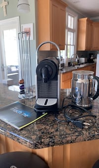 Espresso maker with milk steamer, coffee pod holder and instructuons