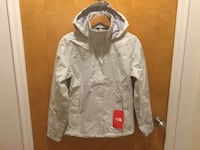 Brand New NorthFace Women Waterproof Windproof Medium  new with tags Mont-Royal, H3R 1G7