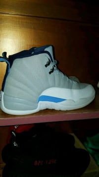 unpaired white and blue Air Jordan 12 shoe Olympia, 98516