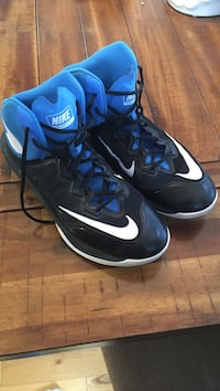 Pair of black-and-blue nike basketball shoes Logan, 84321