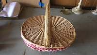 two brown wicker basket with lid Lemont, 60439