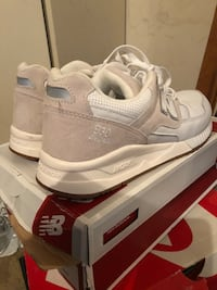 pair of white Nike Air Max shoes with box Silver Spring, 20906