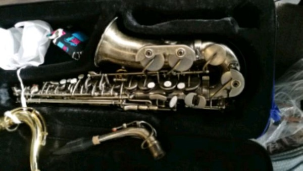 Saxaphone with lots of accessories Roy Benson 8e3ccd01-ab17-4584-b4a9-476ec0dfcb36