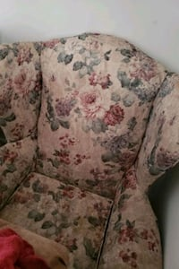 2 Twin wing chairs Bethlehem, 18015
