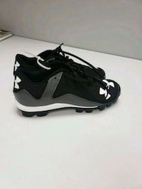 Mens 9.5 under armour baseball cleats  Kitchener, N2C 2J6