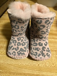 CUTE LIL Baby GIRL Ugg Boots Size 0/1 $30