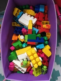 assorted color plastic toy lot Laval, H7N