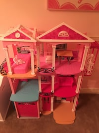 white and pink plastic dollhouse New York, 11436