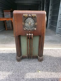 Vintage 1938 stars and stripes limited Zenith tube radio.