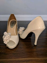 Open Toe High Heels Pumps with Satin Flowers San Diego, 92123