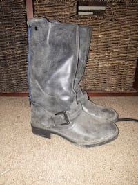 pair of gray leather round-toe mid-calf boots Lake Country, V4V 1S6