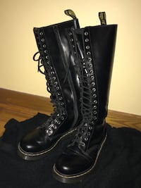 Doctor Martens, 7US, 5UK (worn twice) Montréal, H8N 1A4