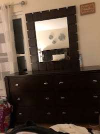Queen bedroom set 6 Drawers  wooden dresser with mirror Gaithersburg, 20878