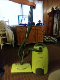 green and black canister vacuum cleaner Shepherdsville, 40165