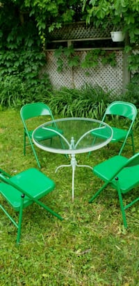 round green metal patio table with four chairs Laval, H7N 1L5