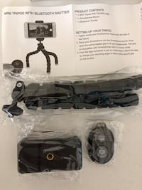 New. Tripod phone/camera mount with Bluetooth shutter and flexible legs Lexington, 40517