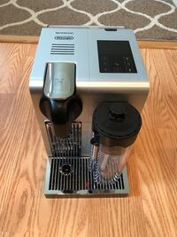 Nespresso DeLonghi with box Centreville, 20120