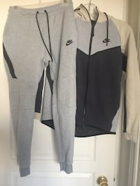 Nike size small preloved excellent condition  Vaughan, L4H 2V7