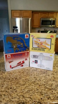 1 32nd scale die cast airplane banks Clermont, 34711