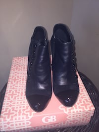 pair of black leather button-up heeled booties size8.5 Youngsville, 70592