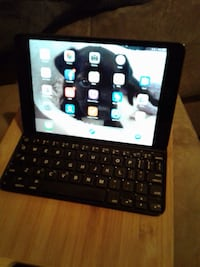 iPad mini with Logitech hard keyboard case stand combo Surrey, V3R 0G4