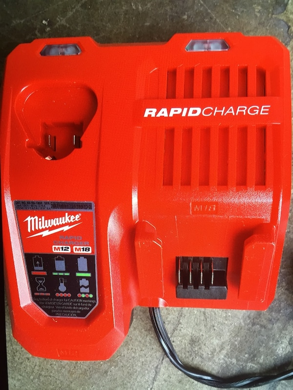 MIlWAUKEE cargador : Rapid charge M18