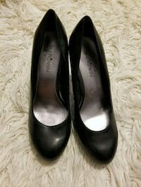 Pair of black leather heeled shoes 548 km