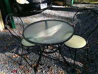 Table w/2 chairs (Vintage) Winchester, 22603