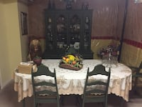 Vintage dining room set (solid wood table, 4 chairs and buffet and hutch)