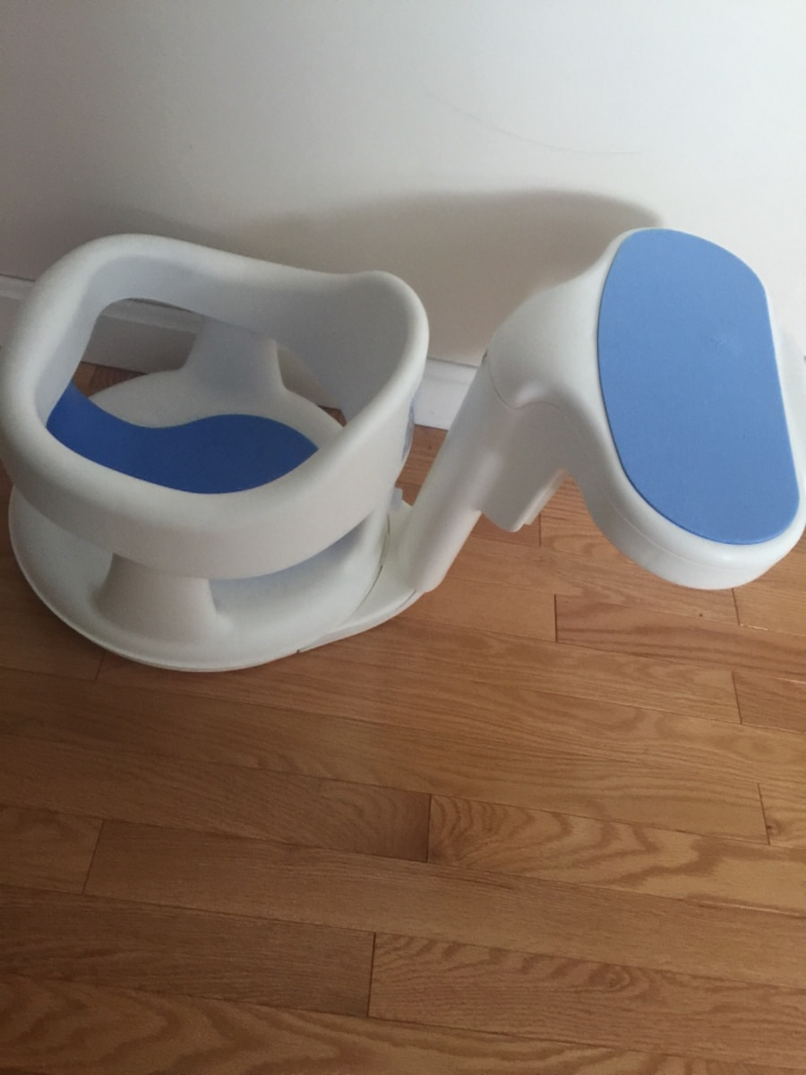 white and blue Safety1st plastic bath seat - Centerdale