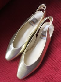 pair of white leather pointed-toe flats Toronto, M8V 0B1