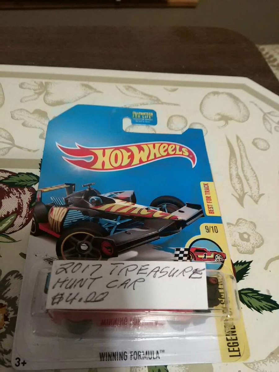 Hot Wheels 2017 Treasure hunt car in pack