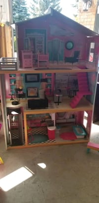 Barbie Dream House and Accesories