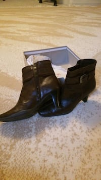 boots size 8 Omaha, 68122