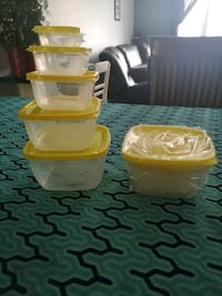 two yellow plastic food containers Yamachiche, G0X 3L0