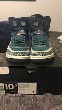 pair of green-and-white air jordan spizikes with box 57c568382