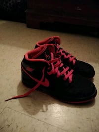pair of black-and-red Nike running shoes Tucson, 85705