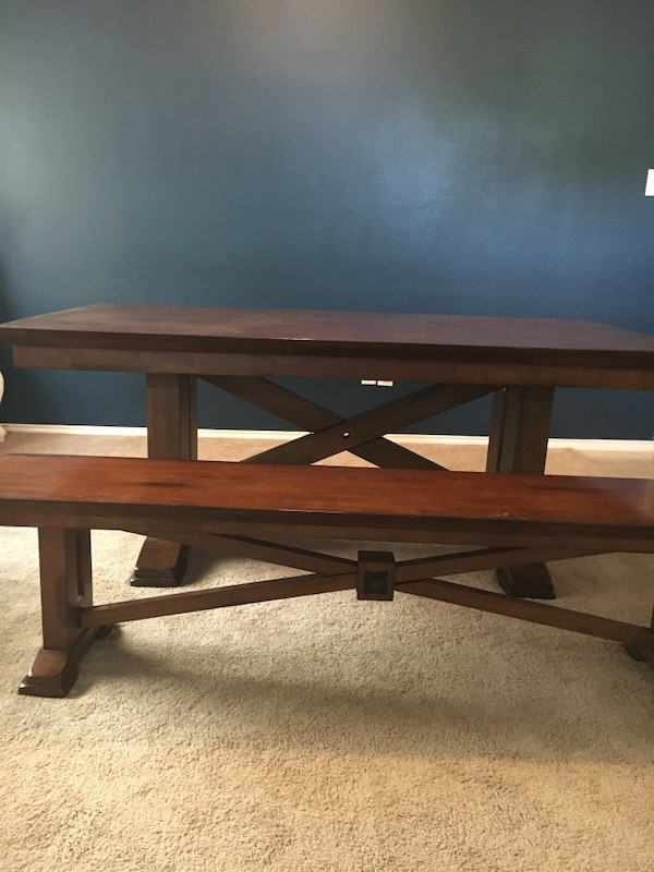 Begagnad World Market Lugano Dining Table And Two Matching Benches Light Wear Till Salu I Wylie Letgo