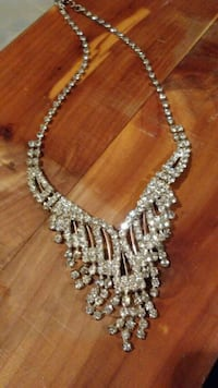 Necklace costume jewelry Cleveland, 37311